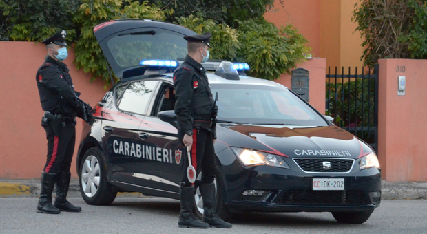 Ardea, prende a morsi la moglie incinta: arrestato