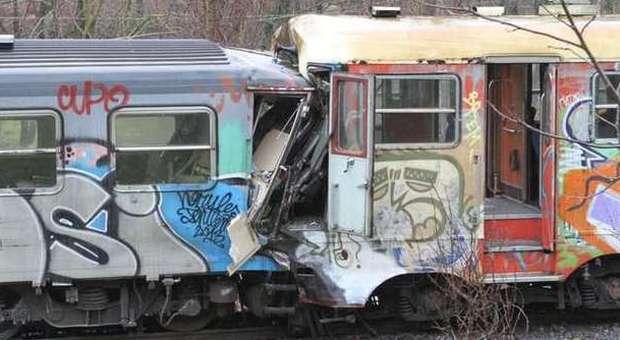 Lo scontro tra treni nel catanzarese (Foto Ansa)