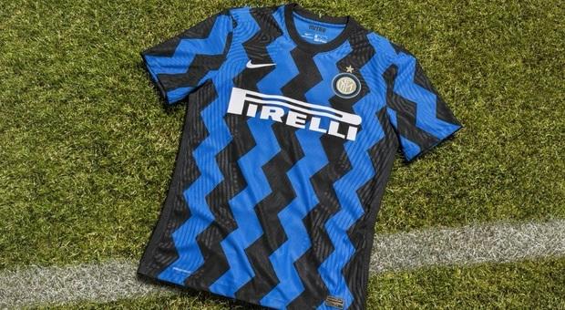 Inter, la nuova maglia è a zig-zag. E i tifosi si scatenano sui social