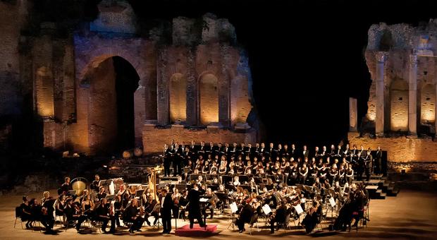 Il gala Giuseppe Di Stefano apre il Festival lirico dei Teatri di pietra. E il 4 agosto prima mondiale del sequel della Cavalleria Rusticana