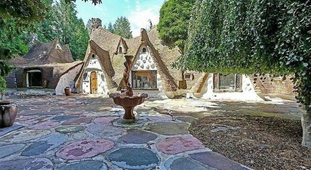 immagine In vendita la casa di Biancaneve e i Sette Nani