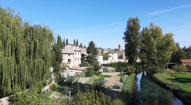Fra Bevagna e Assisi. Due cuori e un Castello nella stagione del foliage