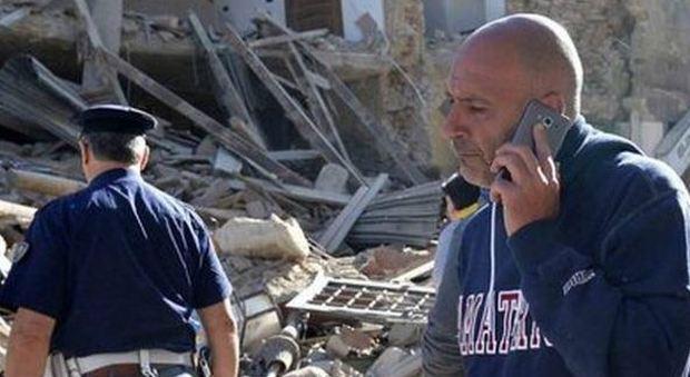 Terremoto ad Amatrice, il sindaco ai ribelli: «Ora tutti fuori dalle tende»