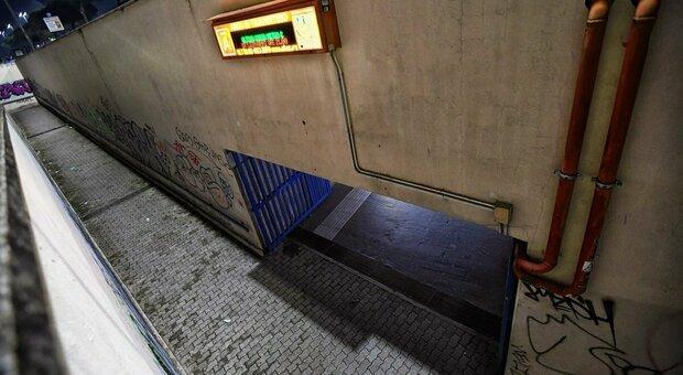 Roma, attraversa i binari della metro e viene travolta dal treno: 26enne gravissima