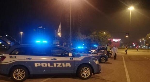 Da un campo rom di Napoli arrivavano a Roma a bordo di auto della Polizia. Arrestata banda di ladri