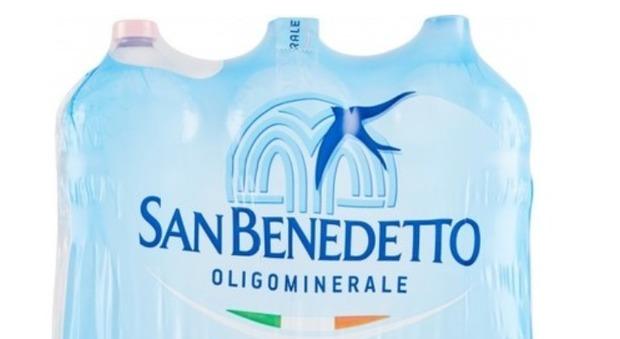 Acqua in bottiglia ritirata