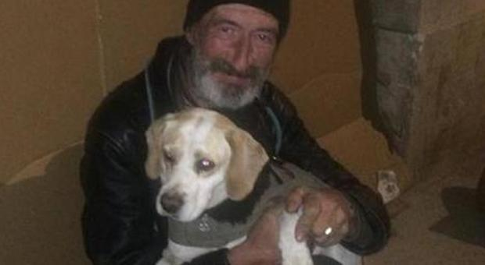 Clochard lavoro a Mantova grazie a un appello su Facebook: «Con me anche il mio cane»