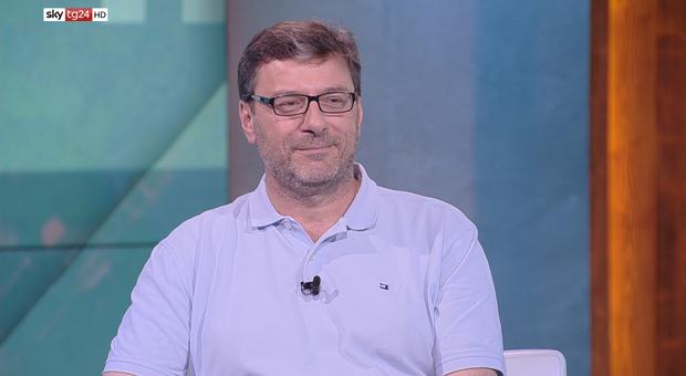 Giorgetti, l'ultimatum a Di Maio: «Flat tax, serve un chiarimento»