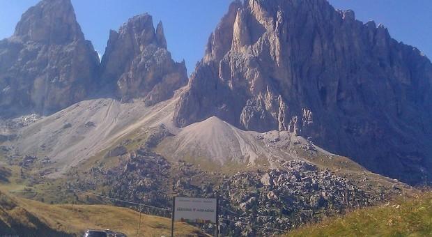 Cadono da parete di un monte delle Apuane: morti due giovani