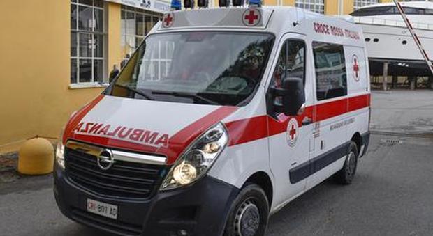 Bari, bimbo di 12 anni soffocato da un pezzo di mozzarella: muore davanti agli occhi di mamma e sorella