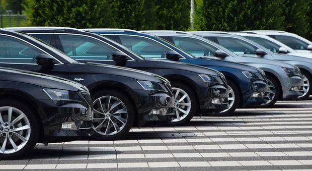 Auto in attesa di essere vendute