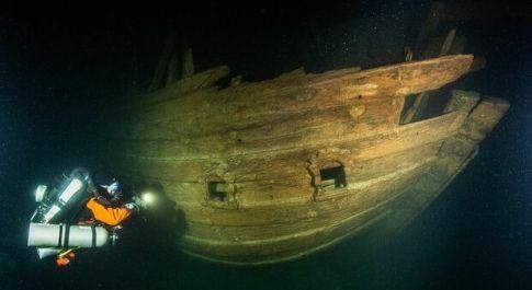 Mar Baltico, ritrovato un veliero di 400 anni fa perfettamente conservato, sommozzatori increduli