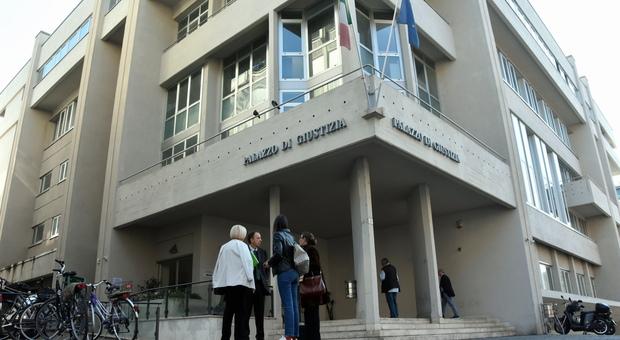 Giudice in isolamento, tampone negativo lunedì riapre il tribunale di Terni