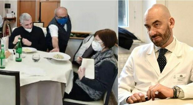 Ristoranti, mascherine obbligatorie anche a tavola (tranne quando si mangia e beve). Bassetti: «Proposta imbarazzante»