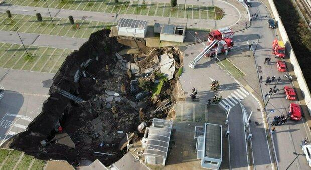 Napoli, voragine all'Ospedale del Mare: si apre cratere di 50 metri, Covid center evacuato