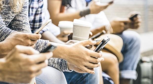 Smartphone, la lotta contro la dipendenza