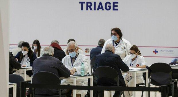 Vaccini, D'Amato: «Mancano i numeri esatti delle consegne di maggio». A mezzanotte aprono prenotazioni per 66-67enni