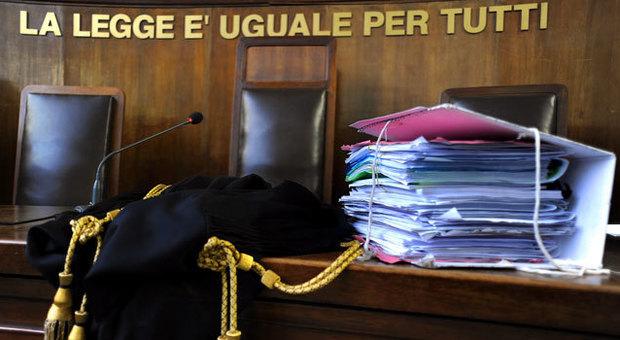 Roma, lo bocciano alla maturità a 64 anni: minacce di morte ai prof