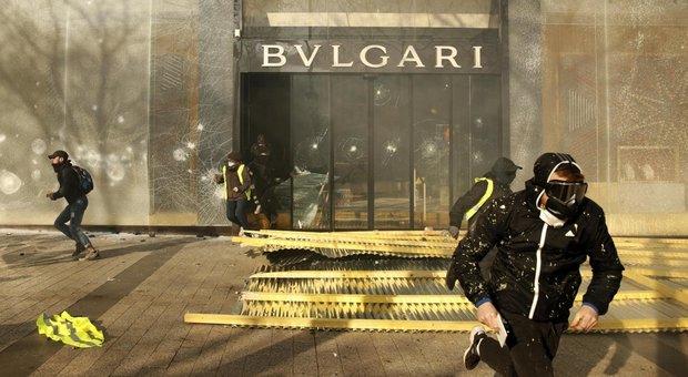 Gilet gialli, il colpo grosso dell'assalto a Bulgari: non black bloc ma ladri professionisti