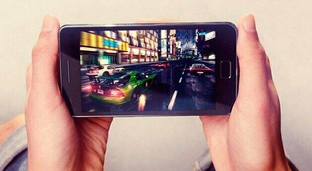 Videogame, lo smartphone conquista gli italiani: in aumento le donne e i cinquantenni