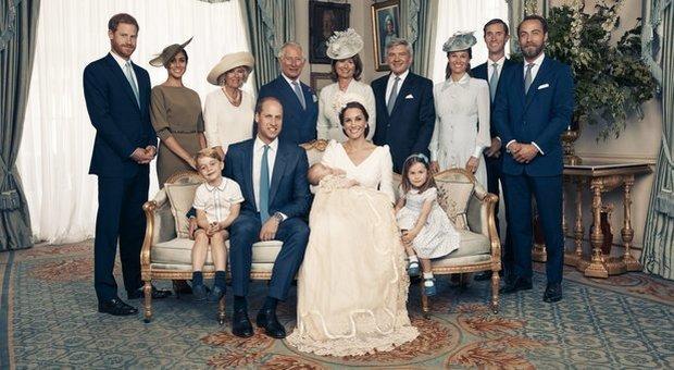 """Regina Elisabetta """"pensionata"""" entro 18 mesi, Carlo sarà re (e taglierà i familiari attivi)"""