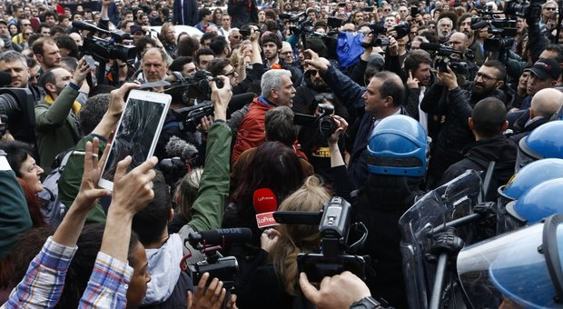 Mimmo Lucano alla Sapienza: parte il Corteo di Forza Nuova, tensione con gli antifascisti