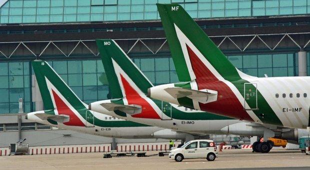 Alitalia, lo Stato torna padrone: verso maggioranza a Fs-Mef