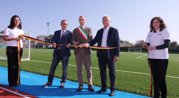 Roma, a Pietralata, vecchi pneumatici riciclati diventano un centro sportivo