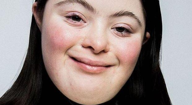 Ellie Goldstein è la prima modella Gucci con la sindrome di Down