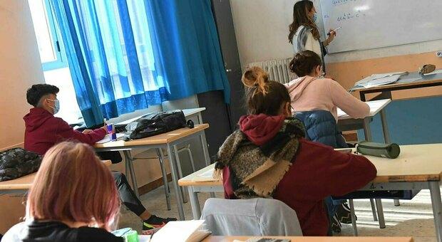Bologna, l'alunna è ipovedente e la classe impara a leggere e scrivere in braille