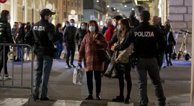 Roma, controlli anti assembramenti a Trastevere nel weekend: chiusa la Scalea del Tamburino