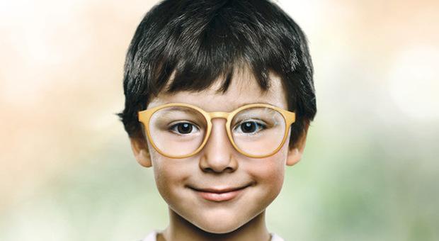 Miopia, arrivano gli occhiali che la correggono