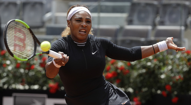 Serena Williams in azione sul Centrale