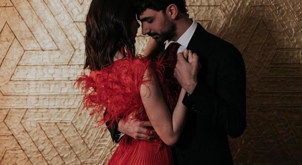 Todaro balla con la modella vestita da Luigi Borbone