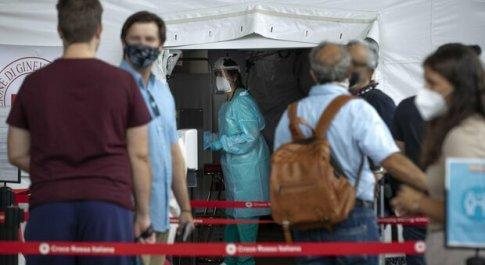 Bollettino Lazio, oggi 3 agosto: 421 contagi (a Roma 205) e 3 morti. I ricoveri salgono a 357 (+36)
