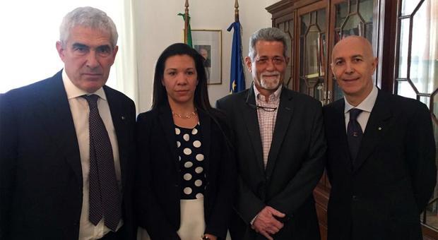 Il senatore Casini con i due parlamentari venezuelani