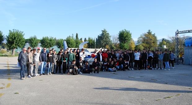 """Foligno, battesimo dell'aria per 150 studenti dell'Itt """"Leonardo da Vinci"""" in collaborazione con l'Aeroclub"""
