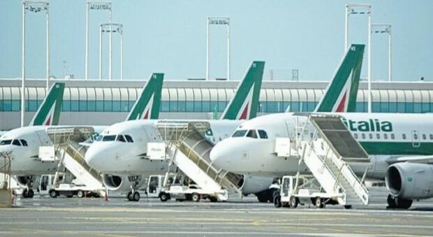 «Alitalia devastata dal Covid, in 12 mesi i passeggeri sono crollati del 70%». E il commissario attacca l'Ue