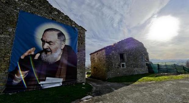 Dato per morto si risveglia, ad Avellino gridano al miracolo: «È stato Padre Pio»