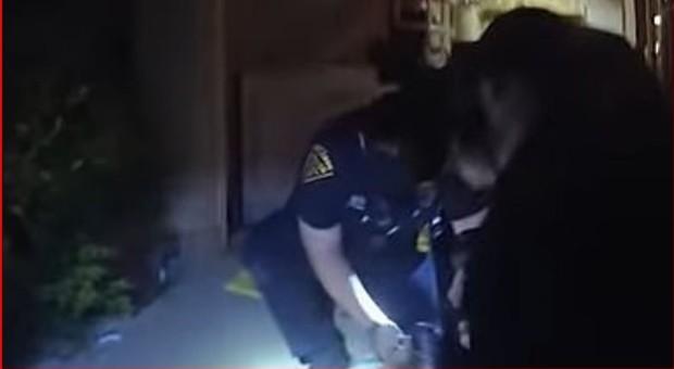 Muore soffocato da agenti di polizia di Tucson: «Aiuto, non posso respirare», un altro video choc
