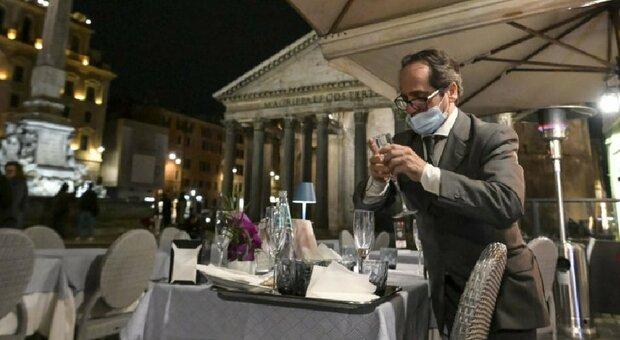 Coprifuoco dalle 23 per cenare nei ristoranti all'aperto, la proposta del sottosegretario Andrea Costa