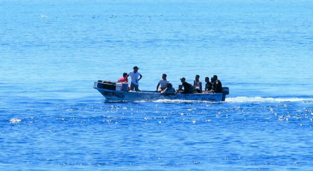 Virus, allerta in Sardegna: sbarcati 6 migranti algerini positivi al coronavirus