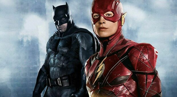 Ezra Miller e Ben Affleck nei panni di Flash e Batman