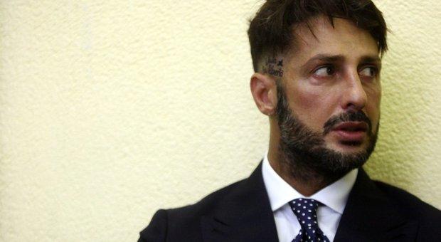 Fabrizio Corona esulta: pena dimezzata in Appello
