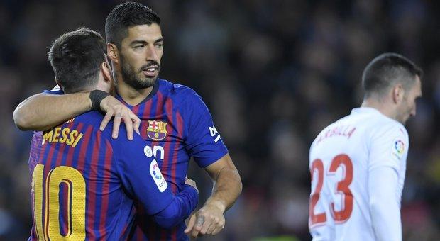 Messi fa 400 e il Barça va: l'Atletico vince ma resta a -5. E il Real torna al successo