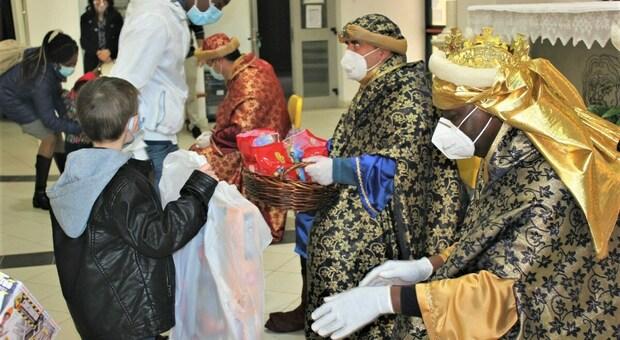 La Befana del Lions Club Terni Host porta in regalo giocattoli per 130 bambini