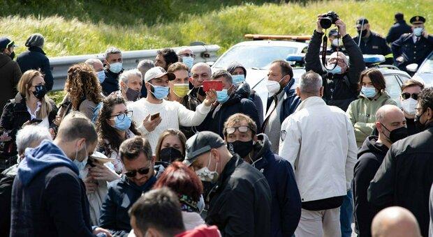 Riaperture, A1 bloccata dalla protesta dei ristoratori: due feriti, 5 ore di caos in autostrada