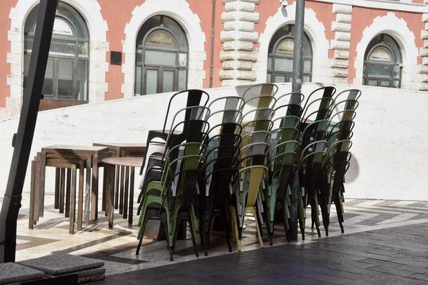 Tosap, arrivano gli avvisi nonostante le chiusure: ristoratori e baristi infuriati