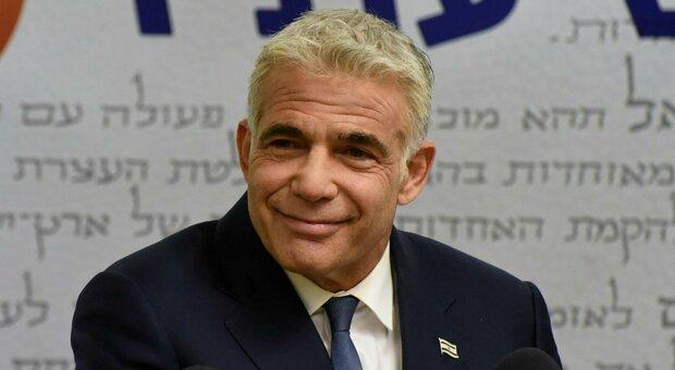 Israele, al via il governo anti Netanyahu: Lapid scioglie la riserva. Ora fiducia a Knesset