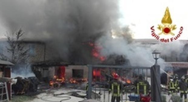 Rieti domato a notte fonda il vasto incendio al mobilificio - Mobilificio vasto ...